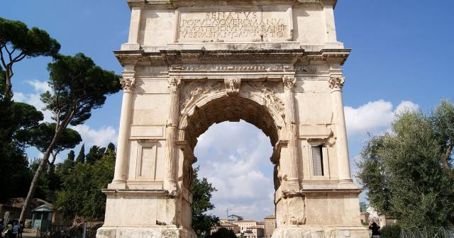 ARCH OF TITUS AND BASILICA OF MAXENTIUS