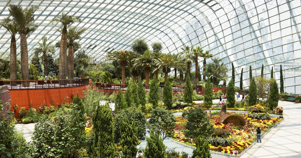 GARDEN BY THE BAY, Interno